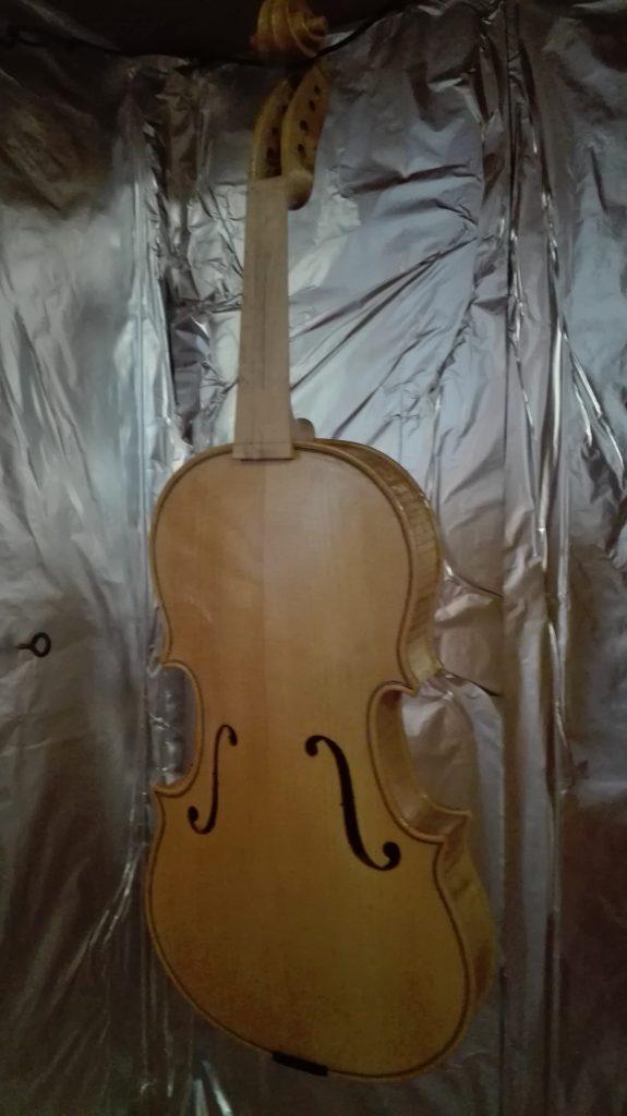 vioolbouw Yadava viool lakken